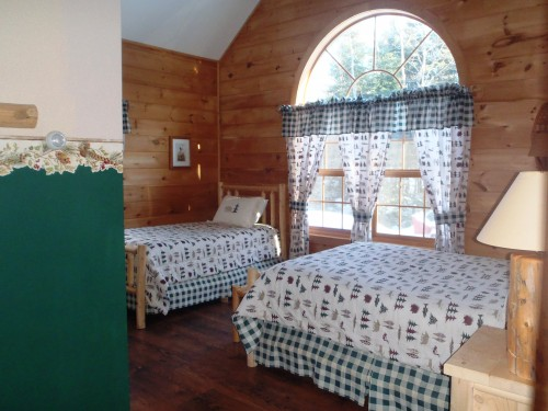 Full-sized bed & Twin-sized bed - Moose Room